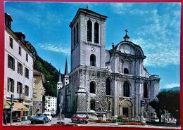 Cpm 39 SAINT CLAUDE  Cathedrale Place De L'Abbaye Commerces DS R16 4L - Saint Claude