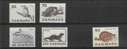 DANEMARK  N°  608/611 + 612 * *   NEUFS SANS CHARNIERE - Nuovi
