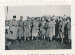 Snapshot Groupe Soldats Du 403è R.A. Machine Trépied Tenues Militaria Guerre War - Krieg, Militär