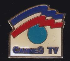 66379- Pin's.Cannes TV.Télévision.médias. - Medios De Comunicación