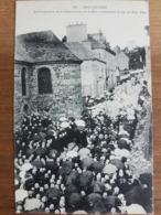 Douarnenez.la Procession De La Bénédiction De La Mer Remontant La Rue De Port Rhu.édition Plouhinec 101 - Douarnenez