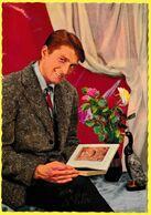 Carte Postale Ancienne Non Circulée - Vive Saint Éloi Homme Consultant Un Livre Vase Avec Bouquet De Fleurs Statuette - Holidays & Celebrations