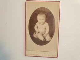Cdv Ancienne Années 1800 Portrait D'un Bébé.  PHOTOGRAPHE CHARLES SCHERER. VILLE DE NEUF CHÂTEAU FRANCE - Alte (vor 1900)