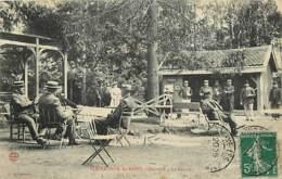 52 - Bourbonne Les Bains - Maynard - La Source - Animée - Oblitération Ronde De 1911 - Etat Pli Visible - CPA - Voir Sca - Bourbonne Les Bains