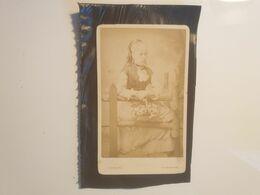 Cdv Ancienne Années 1800 Portrait D'une Enfant. PHOTOGRAPHE CHARLES. VILLE DE BIRMINGHAM ANGLETERRE - Alte (vor 1900)