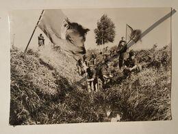 Carte Postale Photo Vintage. ORIGINAL. RDA. Allemagne. Groupe De Jeunesse. Objet De Reconstruction - Lugares