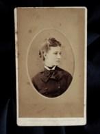Photo CDV Penabert à Paris   Portrait Jeune Fille Blonde  Lavalière  CA 1870-75 - L517B - Anciennes (Av. 1900)