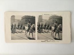 1905 Carte Stéréoscopique Varsovie Pologne  Stéréotypes Warszawa Défilé Militaire Grodz Huzarzy Hussards - Poland