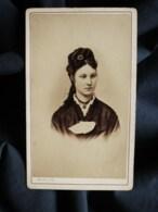 Photo CDV Marius à Paris  Beau Portrait Jeune Fille  Belle Coiffure  CA 1870-75 - L517B - Anciennes (Av. 1900)