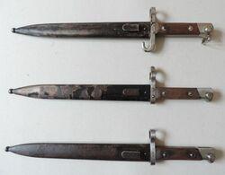 Lot De 3 Baïonnettes Autrichiennes Modèle 1895, Versions Différentes. - Armes Blanches