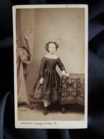 Photo CDV G. Penabert à Paris - Second Empire Jolie Fillette En Pied, Circa 1860-65 L517 - Oud (voor 1900)