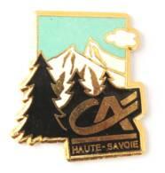 Pin's CREDIT AGRICOLE HAUTE SAVOIE - Le Logo Sur Paysage De Montagne - J647 - Banken