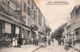 48 - Langogne - L'Avenue De La Gare Et La Poste (top Animation, épicerie...plis) - Langogne