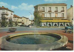 2698  Carte Postale   CHÂTILLON Sur CHALARONNE  La PLACE DE LA RÉPUBLIQUE Restaurant Voiture 4l R 4     01 Ain - Châtillon-sur-Chalaronne