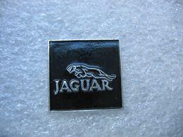 Pin's Embleme De Automobiles JAGUAR Sur Fond De Couleur Noire - Jaguar