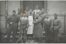A Identifier. Cpa Photo D'un Groupe De Soldats D'un Régiment De Montargis. - Ansichtskarten
