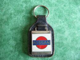 RARE - PORTE CLÉ (CLES - CLEF - CLEFS)  MARQUE :  NISSAN  - - Key-rings