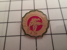 811A Pins Pin's / Rare & Belle Qualité THEME SPORTS / BAGARRE EN PYJAMA AS CAOURG JUDO JIU-JITSU JME-CHIDSU - Fotografia