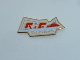 Pin's R.I.F. EXTINCTEURS - Brandweerman