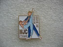 Pin's De L'Ecole De Dance à La MJC (Maison Des Jeunes Et De La Culture) De La Ville De COLMAR - Pin's