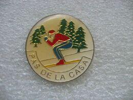 Pin's Station De Ski à PAS De La CASA, Située En Andorre, Dans La Chaîne De Montagnes Des Pyrénées, - Sport Invernali