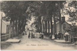 36 VATAN  Route D'Issoudun (très Animée) - Other Municipalities