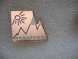 Pins ANNAPURNA à 8091m D'altitude, Le Plus Haut Massif De Montagnes De L'Himalaya Au Népal, Sports De Montagne Pour Tous - Sport Invernali