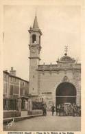 30 , AIMARGUES , Place De La Mairie Et Les Halles , * 356 51 - Otros Municipios