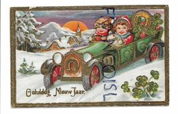2 Enfants Dans Une Voiture Sur Une Route Enneigée. Fer à Cheval Et Trèfle En Fleurs. Dorée. Gaufrée. - Neujahr