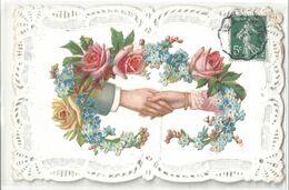 CARTE DENTELLE .DECOUPIS CHROMO . POIGNEE DE MAIN HOMME FEMME .COURONNE DE VIOLLETTES DE ROSES 1908 - Fêtes - Voeux