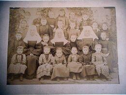 PHOTO AUTHENTIQUE ECOLIERES BONNE SOEUR Cabinet BEAUX A MEHUN CHER - Ancianas (antes De 1900)