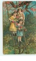Carte Gaufrée - Enfants Sur Une échelle Tenant Des Fleurs - Autres