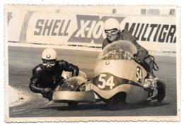 PHOTO.  GRAND PRIX MOTO PAU 1963   SIDE CAR  N°54...BUTSCHER -ARSENIUS.. BE SCAN - Sports