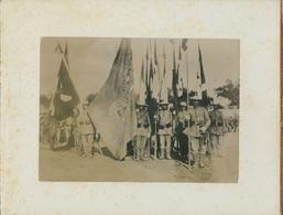 Photo China, Ca 1901, Boxeraufstand, Dt Soldaten, Ostasia Inf Regt Nr 1, Eroberte Fahne Von Peitang - Cartes Postales