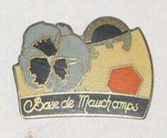Pin's BASE DE MAUCHAMPS - Sport Invernali