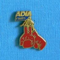 1 PIN'S //  ** ADIA INTÉRIM / GANTS DE BOXE ** . (Arthus Bertrand Paris) - Pugilato