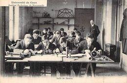 C P A 14 UNIVERSITE DE CAEN UNE CLASSE TECHNIQUE ANIMEE - Caen