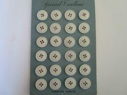 Plaquette De 24 Boutons Spécial Tailleur - Knöpfe