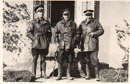 VIOLES 84 PHOTO 13X8 CM  AVIATION AVIATEUR MILITARIA 1939.COMMANDANT CORMIER, LIEUTENANTS  DE PONTALBA  Et GROS. CANNE - Andere Gemeenten