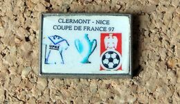 Pin's Football Coupe De France 1997 - Clermont-Ferrand / Nice - Lithographié - Fabricant MADE IN FRANCE - Voetbal