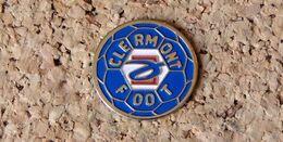 Pin's Football CLERMONT-FERRAND FOOT (63) - Peint Cloisonné - Fabricant Inconnu - Fútbol