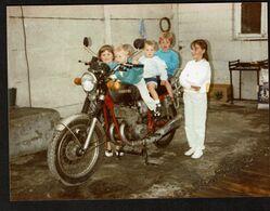 Photo 17 X 12,5 Cm - Enfants Sur Une Moto Suzuki * 2 Scans - Automobiles