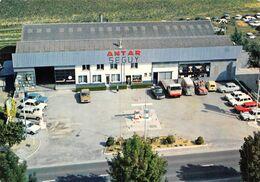 M-20-1633 : OUZOUER LE MARCHE. GARAGE AUTOMOBILE AGENT TALBOT-SIMCA. STATION A ESSENCE ANTAR. VUE AERIENNE - France