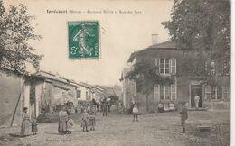 LORRAINE - 55 - MEUSE - IPPECOURT - Ancienne Mairie Et Rue Des Jeux - Belle Animation - Sonstige Gemeinden