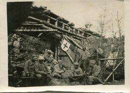 Grande Photo D'un Hopital De Campagne Au Front Avec Des Brancardier Attendant D'allez Chercher Les Blessée En 14-18 - Guerre, Militaire