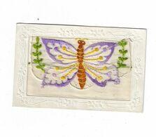 Cpa BRODEE  Avec Pochette Pour Y Glisser Un Petit Mot ( Brodé D'un Papillon ) - Ricamate