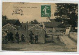 45 DOUCHY La Fontaine Homme Et Groupe Enfants 1909 Timbrée   Edit Vincent       D14 2020 - Frankreich