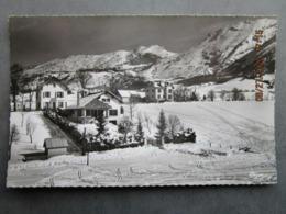 CP 38 Isère - Villard De Lans Alt. 1040 M. Vercors - LA POUSSINIERE An Fond Le Col De L' Arc 1964 - Villard-de-Lans