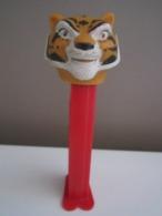 PEZ Dispenser Kung Fu Panda Maitres Tigresse (pied Rouge)  N° 6 TM & © DWA LLC - Pez