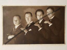 Photo Vintage. Original. Quatre Mecs Gays. Lettonie D'avant-guerre - Erotiche (...-1960)